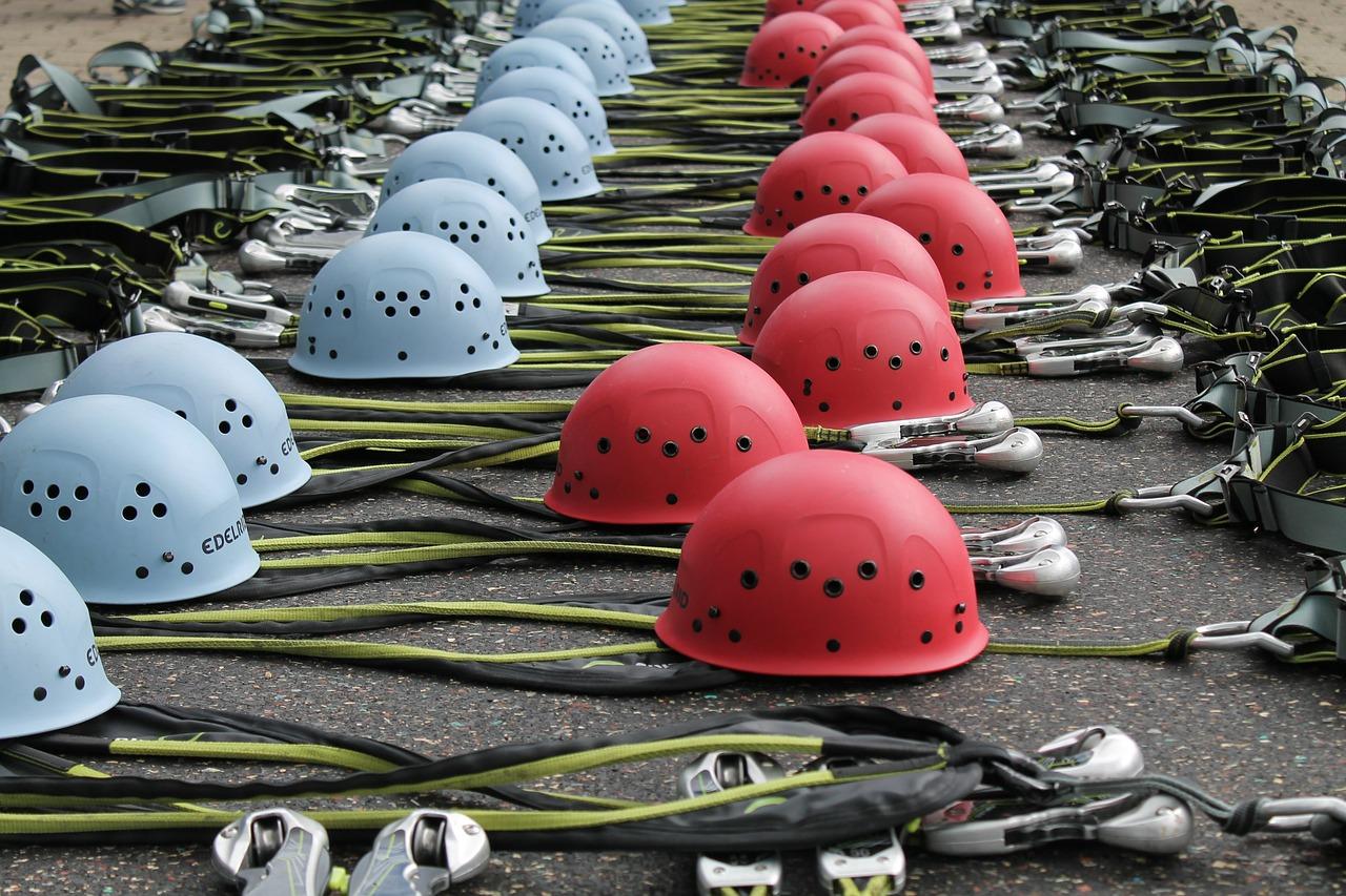 climbing-helmets-486644_1280 (1)